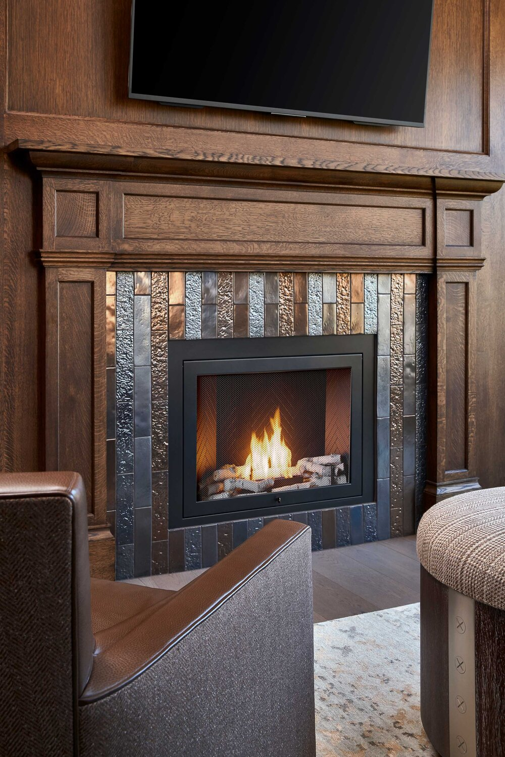 https://mk0hearthcabinej16d7.kinstacdn.com/wp-content/uploads/2020/08/Tracy-Morris-Design-and-Greg-Powers-Photography-hearthcabinet-residential-luxury-fireplace-designs.3.jpg